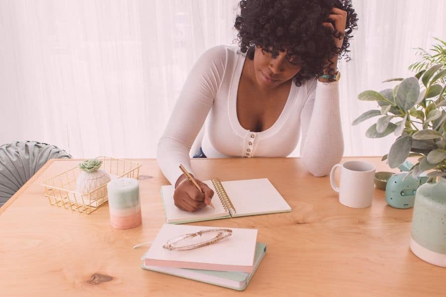A bore out is getting stressed out because you don't have enough work, or it's not challenging you. Find out what exactly it is, the symptoms and what to do about it on the website! #boreout#burnout#work#productivity#mentalhealth#selfcare#health#work#whatisaboreout#bore-out#boreoutvsburnout#boreoutsymptoms Difference between bore out/burn out