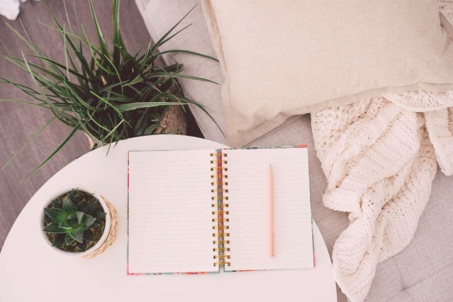Here are all the secrets to a great to-do list. Doing these 11 things will make you insanely #productive and help you reach ultimate #efficiency.  #productivity hacks, tips, how to be productive, efficiency, efficient working, bullet journal, tips tricks, #to-do list ideas, work, school, inspiration, motivation, productive things to do, #todolist