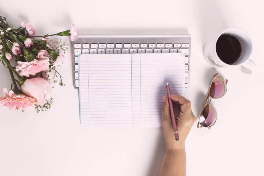 Daily journaling is the cheapest form of therapy. Do you want some tips on how to keep a journal? In this article I have tips on things to journal about such as health, self-love and happiness, including prompts to get you started.